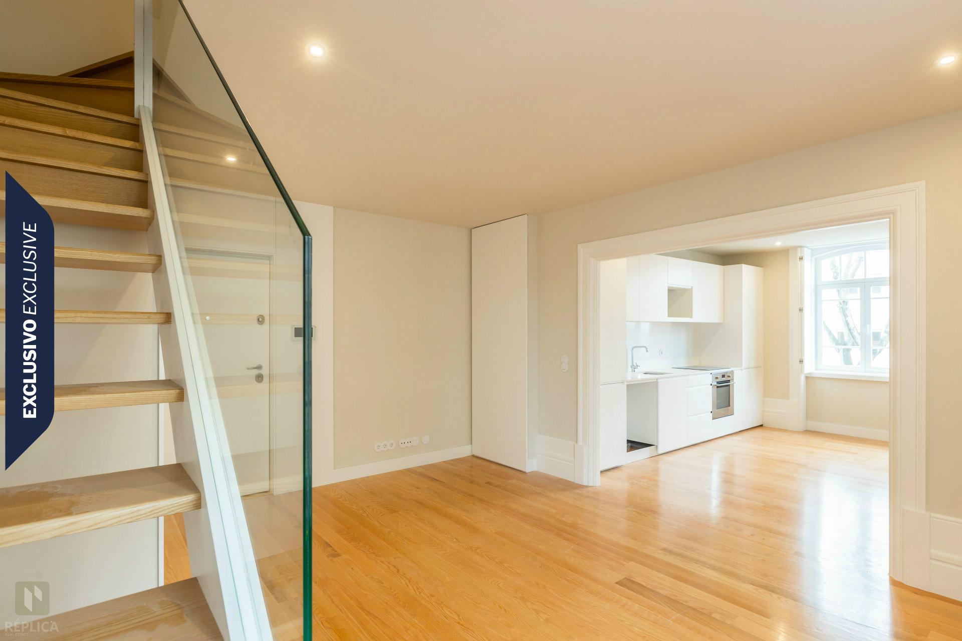 Apartamento T2 NOVO inserido em palacete recuperado, com vistas de mar