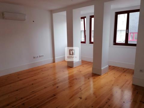 Apartamento T1 DUPLEX Novo, recuado, em Santo Ildefonso, Porto