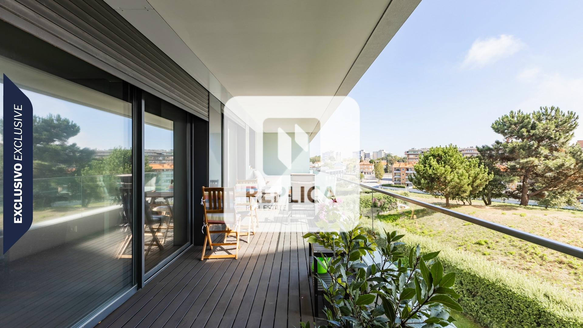 Apartamento T3 em Condomínio Fechado à Foz do Douro