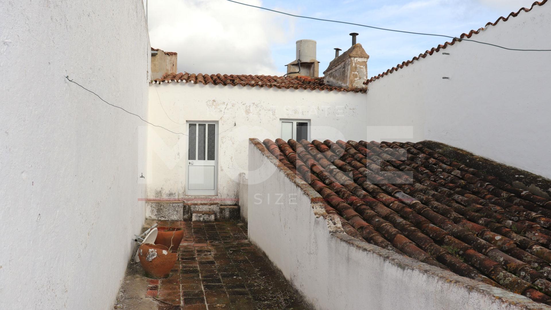 img_Moradia Unifamiliar T3 com quintal e garagem - Redondo