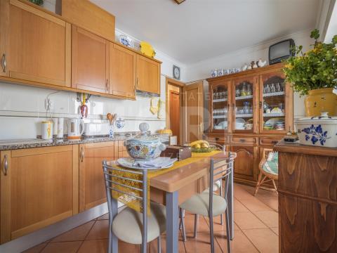 Apartamento T3 de rés-do-chão - Bacelo - Évora