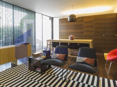 Moradia T4 de luxo com duas suítes e garagem