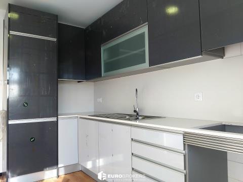 Apartamento T2 remodelado próximo a transportes