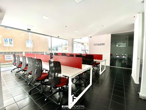 Loja ampla com escritórios e garagem no centro do Porto