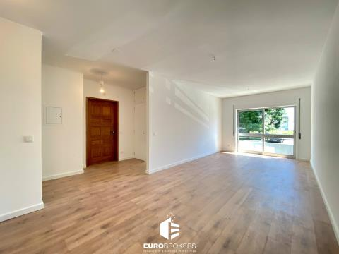 Apartamento T2 remodelado em São Mamede de Infesta