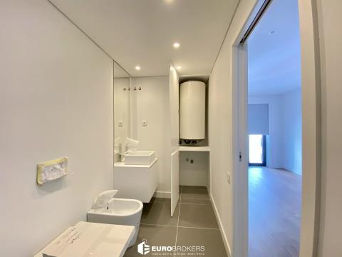 Apartamento T1 novo no Porto junto ao metro.