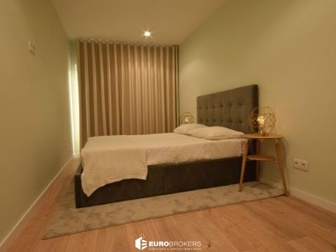 Apartamento T2 remodelado com vista para o rio Douro