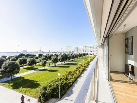 Apartamento T1 1ª Linha de Mar em Matosinhos Sul com vistas soberbas Mar