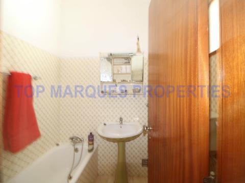 Apartamento T3 com bons acabamentos bem situado perto da Ria e de todos os serviços