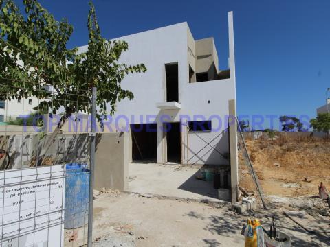 Casa em Construcção em Zona Tranquila.