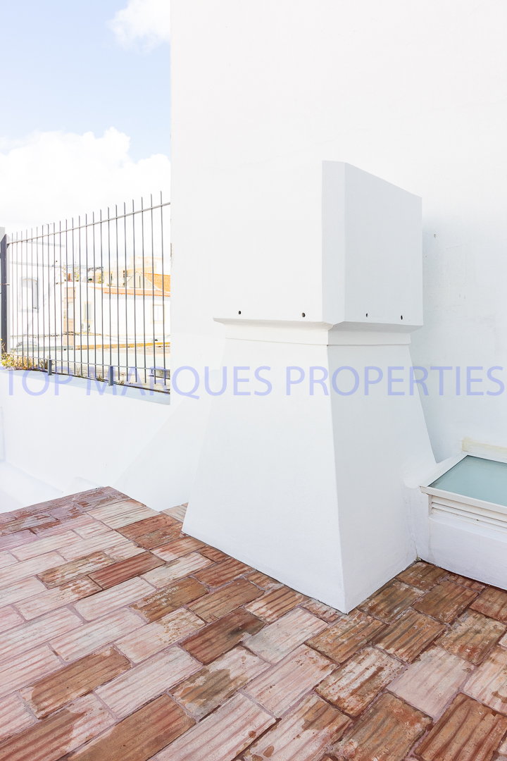T2 townhouse, fully renovated located in the center of Olhão