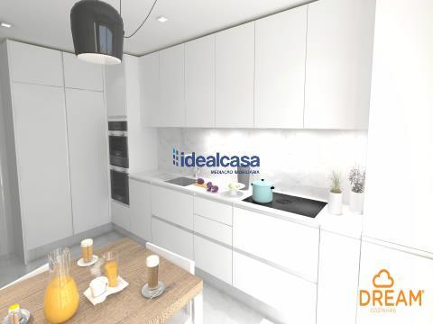 Apartamento T4 de luxo para venda situado numa das mais distintas urbanizações de Coimbra