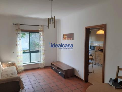 Apartamento T1 + sótão  para venda junto à Av. Dias da Silva