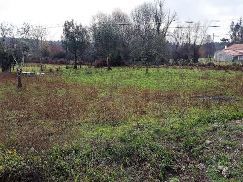 Lote de terreno destinado a construção de moradia uni-familiar.