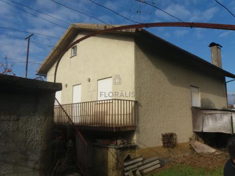 Moradia isolada a escassos minutos do centro e da zona histórica.