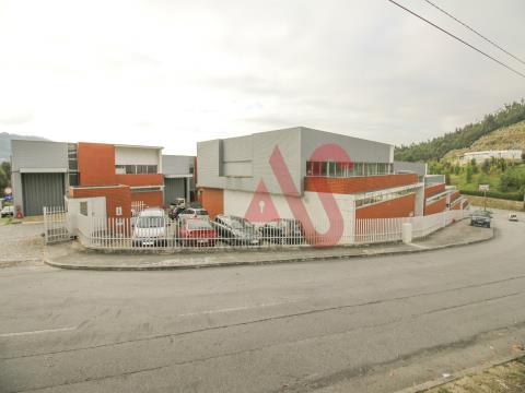 3 Pavilhões industriais com 440 m2, 422 m2 e 295 m2 em Infias, Vizela