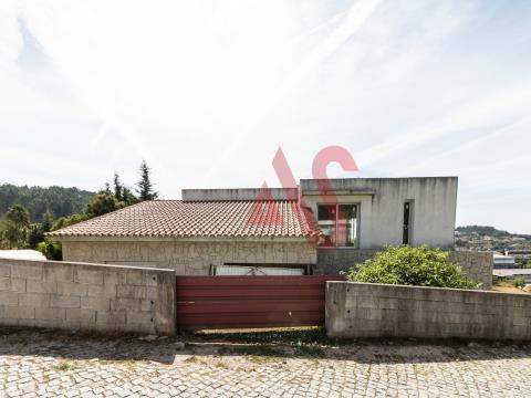 Maison T4 en phase finale de construction à Pinheiro, Guimarães.