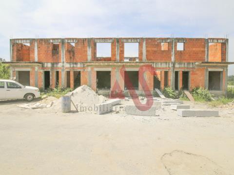 4  Moradias T3 em Pré-Construção em Lustosa, Lousada
