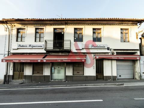 Panadería / Pastelería con vivienda T3 en el centro de Felgueiras
