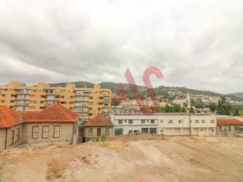Lote de terreno com com 3.393 m2 para construçãoem São Miguel, Vizela