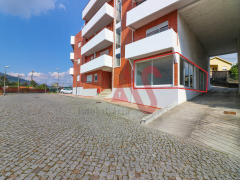 Loja com 62 m2 em Santa Eulália, Vizela