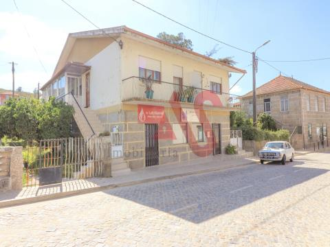 Moradia T3 + T2 + Espaço comercial em São Martinho do Campo - Santo Tirso