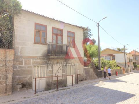 2 Casas de Pedra + Armazém + terreno em São Martinho do Campo - Santo Tirso