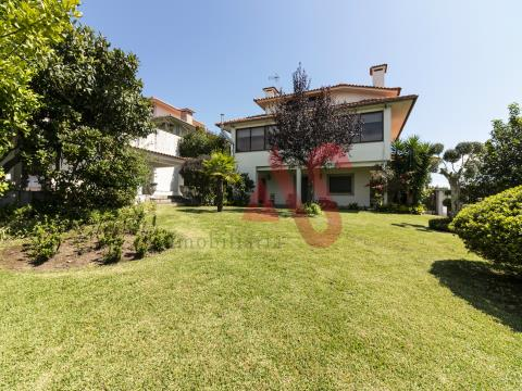 House 4 bedrooms in Urgezes, Guimarães