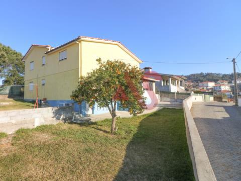 Moradia T3+T2 em Moreira de Cónegos, Guimarães