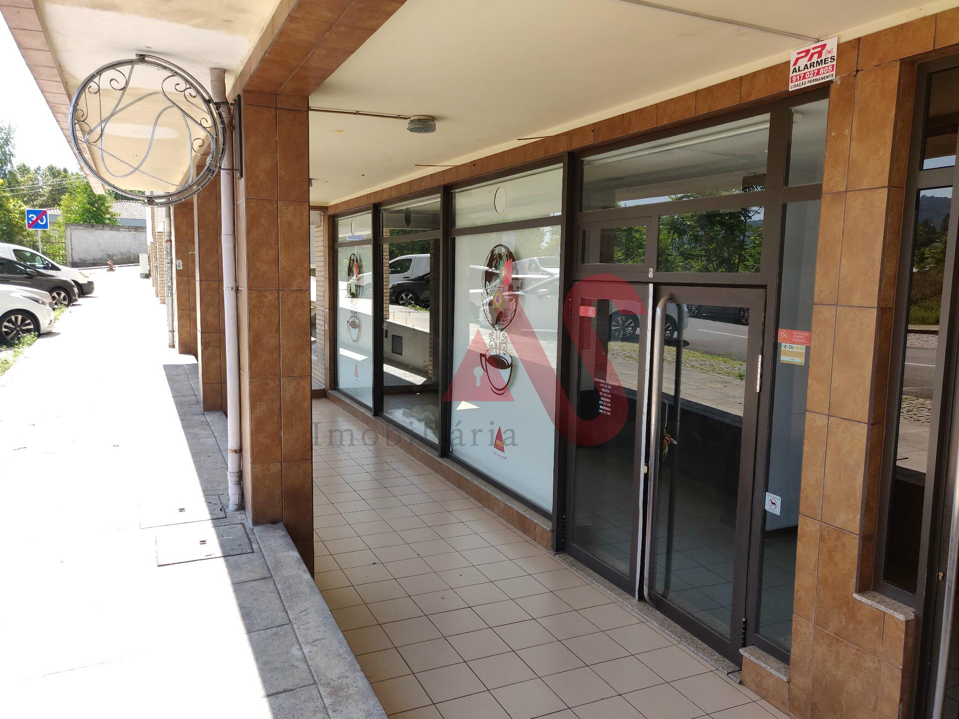 Loja com 160m2 para arrendamento em Fermentões, Guimarães.