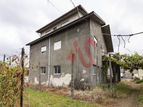 Prédio com 5 frações autónomas em Santo Adrião, Vizela