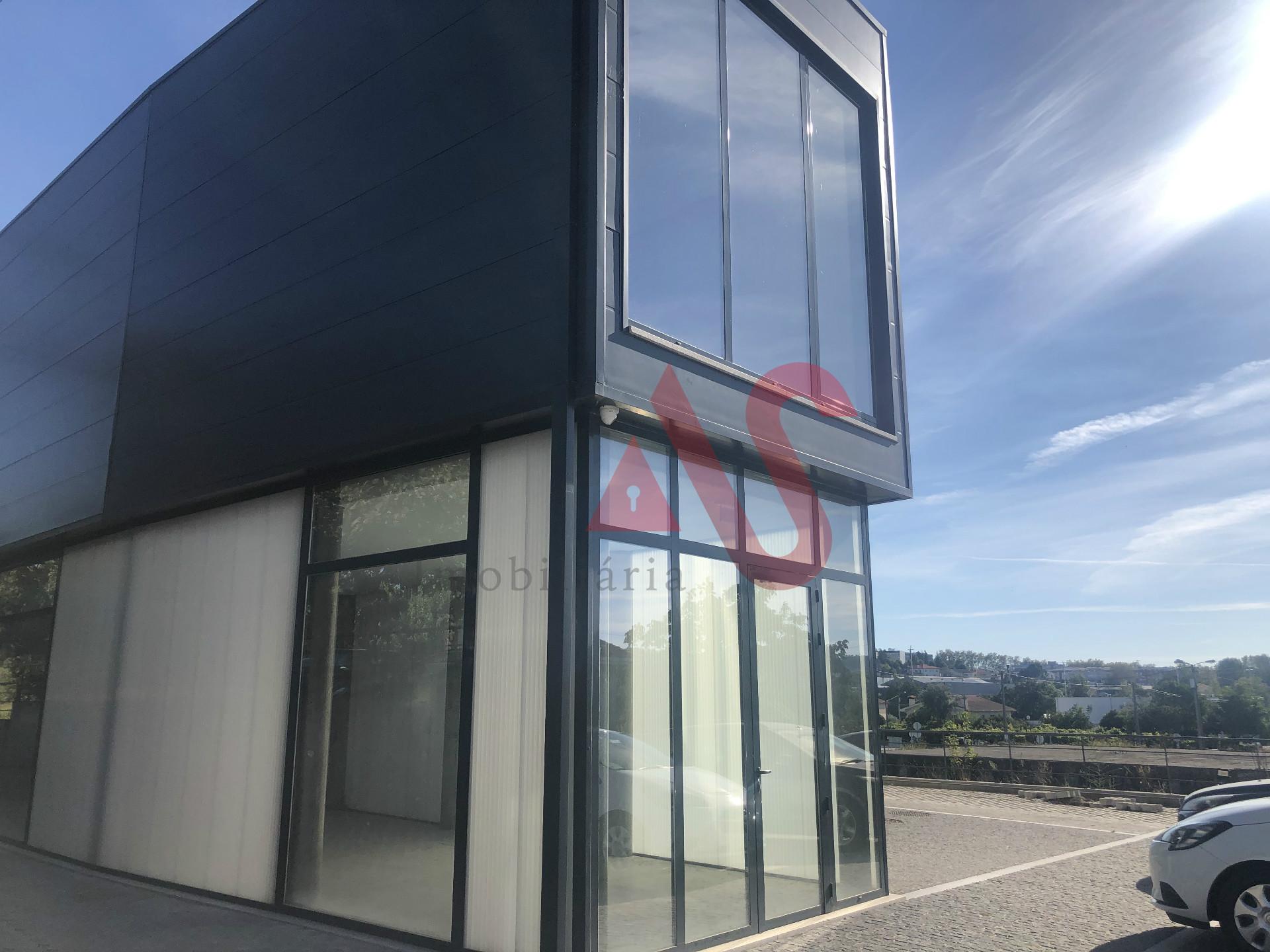 Loja no R/C com 162,40 m2 em Serzedelo, Guimarães