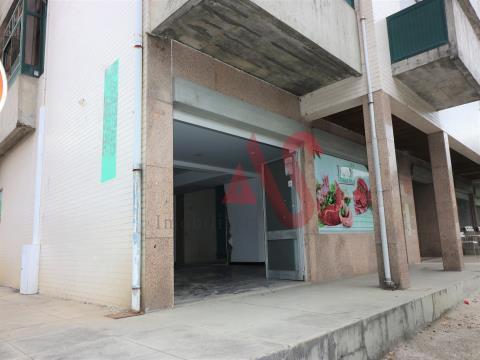 Loja no R/C com 92 m2 em Margaride, Felgueiras