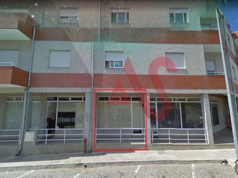 Tienda con 33.42 m2 en S. Miguel, Vizela.