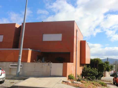 Casa a schiera T4 a Caldelas, Guimarães.