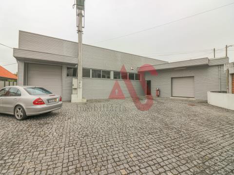 Entrepôt industriel à Santa Eulália, Vizela