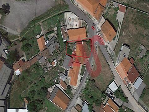 Moradia para restauro em Gandarela, Guimarães