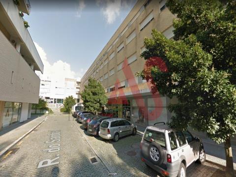 Loja com 41 m2 na Costa, Guimarães