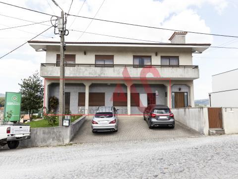 Loja com 180 m2 em Vilarinho, Santo Tirso