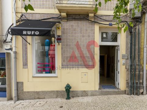 Loja com 142m2 no centro da cidade de Guimarães