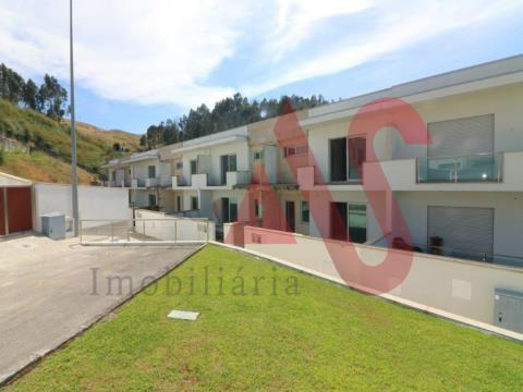 Moradia T3 em banda em construção em São João, Vizela