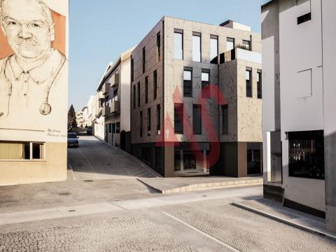 Apartamento T2, inserido no Edifício Santo António, no centro do município de Lousada.