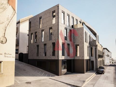 Apartamento T3, inserido no Edifício Santo António, no centro do município de Lousada.