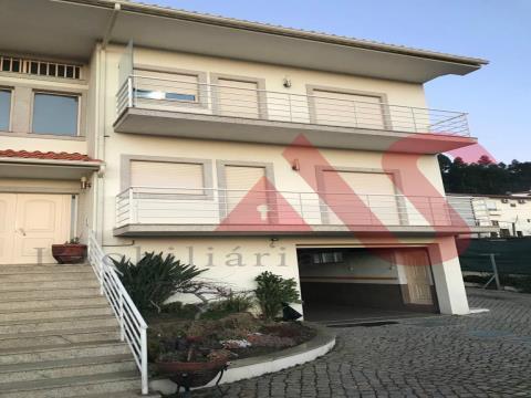 Apartamento T3 remodelado em Caramos, Felgueiras