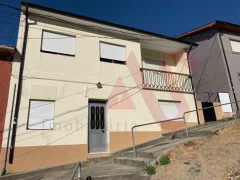 Moradia T3+T1+T1 em Canidelo, Gaia
