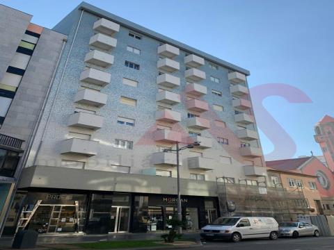 Apartamento de 2 dormitorios en la Avenida Mouzinho de Albuquerque a 2 minutos andando de la playa