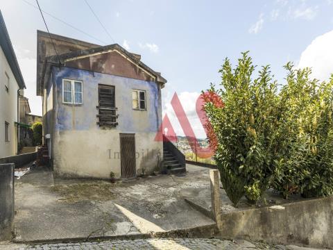 Moradia T3 + T3 + T2 em Santa Eulália, Vizela