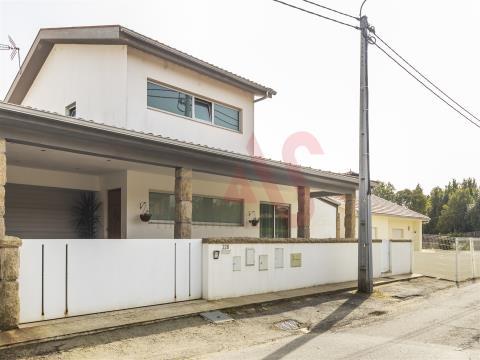 Casa T3 +1 a São Miguel, Vizela