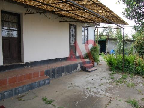 Villa con camera da letto singola per il restauro ad Aves, Santo Tirso
