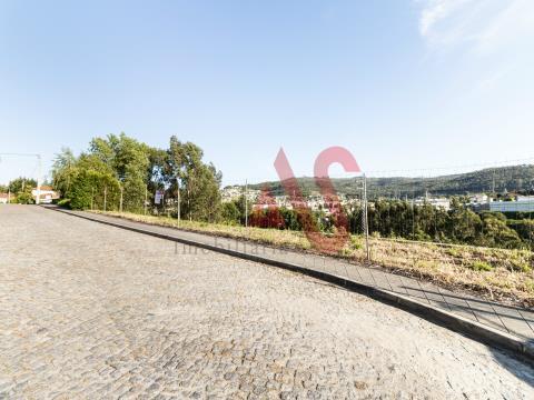 Appezzamento di terreno con 528 m2 a Vila das Aves, Santo Tirso